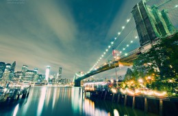 New York – Brooklyn Bridge bei Nacht