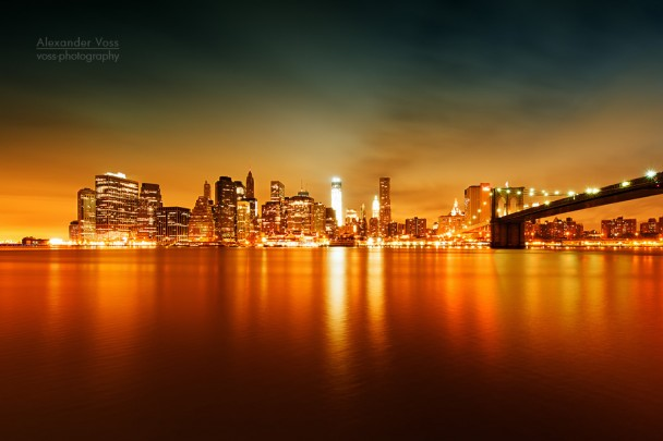 New York - Skyline bei Nacht / Brooklyn Bridge
