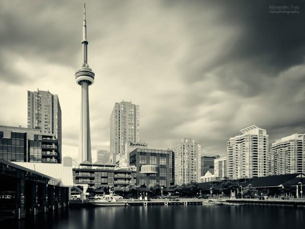 Toronto - Harbourfront Skyline / CN Tower