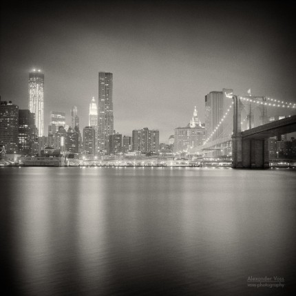 Analoge Fotografie: New York City – Skyline bei Nacht