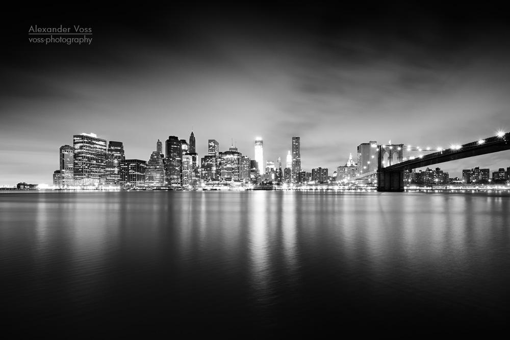 schwarz weiss fotografie new york skyline bei nacht alexander voss berlin fine art. Black Bedroom Furniture Sets. Home Design Ideas