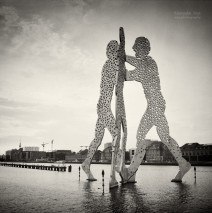 Analog Photography: Berlin – Molecule Man
