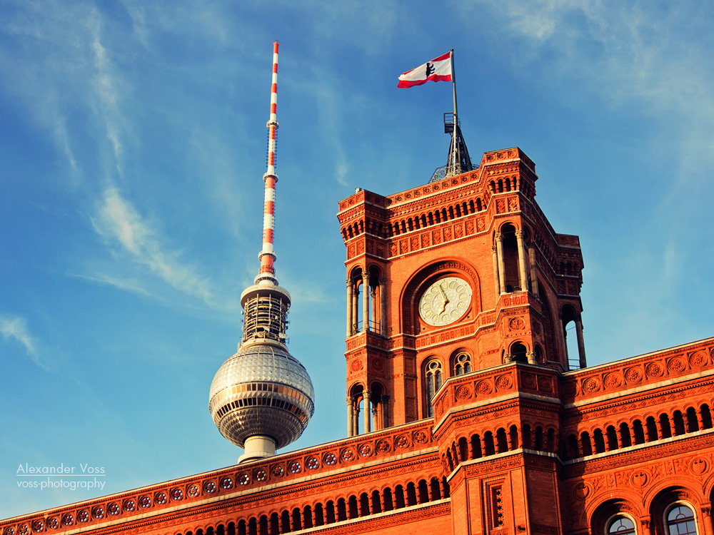 berlin tv tower and red city hall alexander voss. Black Bedroom Furniture Sets. Home Design Ideas