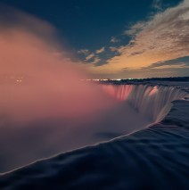 Niagarafälle bei Nacht