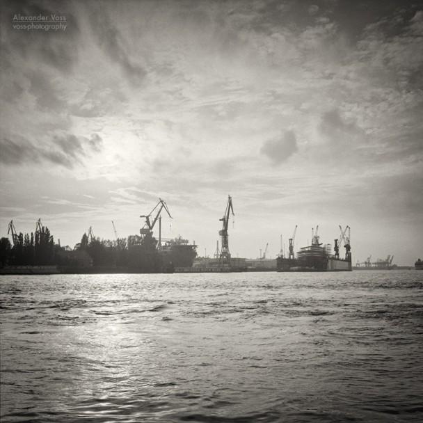 Analoge Schwarzweiss-Fotografie: Hamburger Hafen