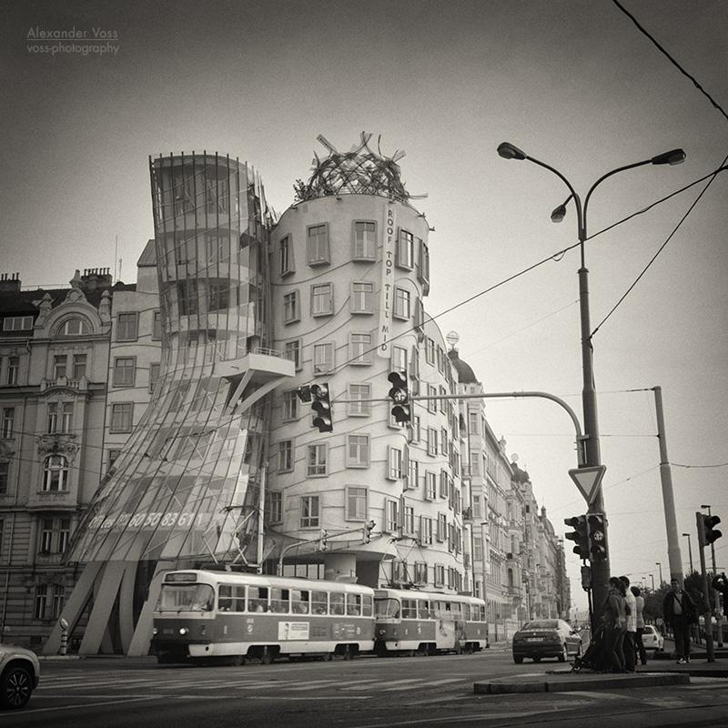 Analoge Schwarzweiss Fotografie Prag – Tanzendes Haus