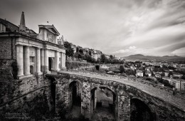 Schwarzweiss-Fotografie: Bergamo – Porta San Giacomo
