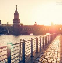 Berlin – Spreeufer an der Oberbaumbrücke