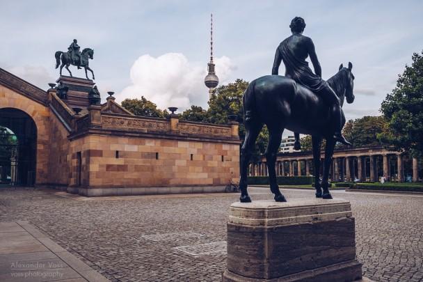 Berlin Museum Island - Colonnade Courtyard / Alte Nationalgalerie