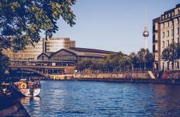 Berlin – Schiffbauerdamm / View over Spree River
