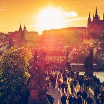 Prag – Karlsbrücke im Sonnenuntergang