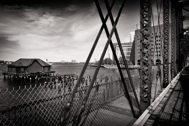 Schwarzweiss-Fotografie: Boston - Northern Avenue Bridge