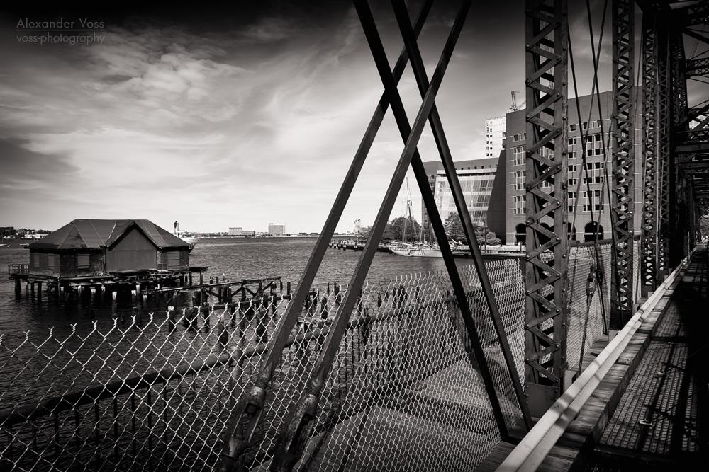 Schwarzweiss-Fotografie: Boston – Northern Avenue Bridge