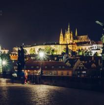 Prag – Karlsbrücke bei Nacht