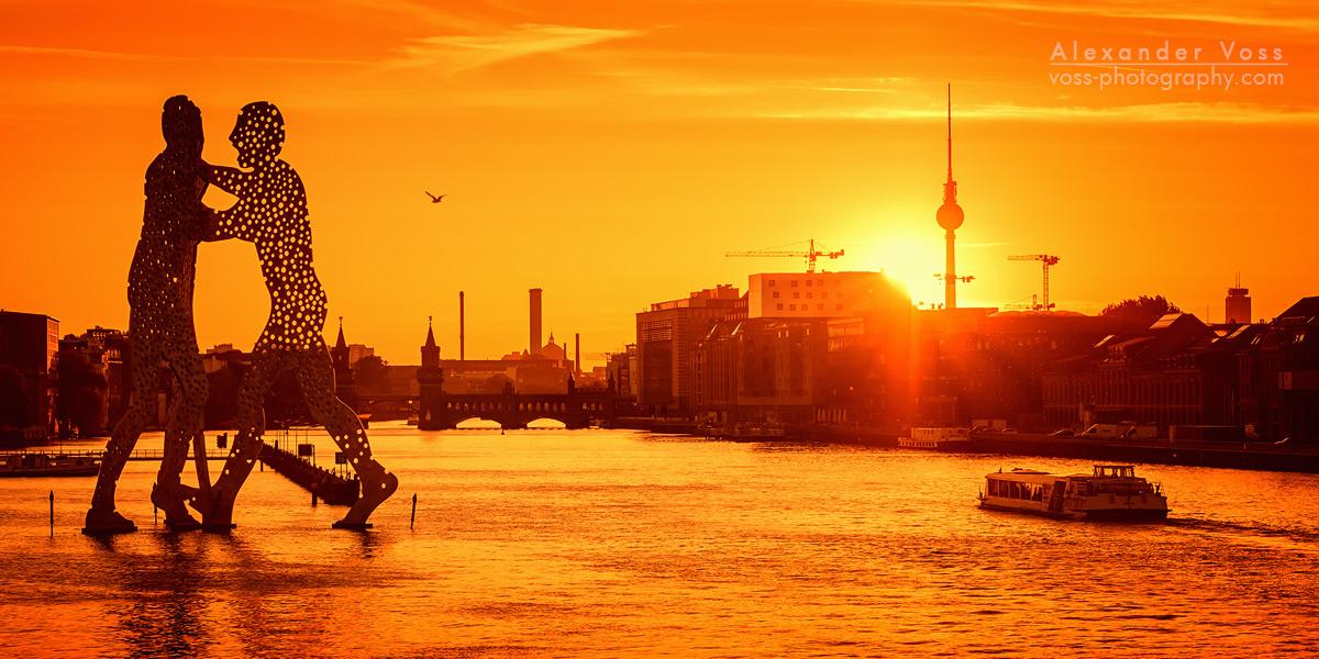 Osthafen Berlin / Skyline im Sonnenuntergang