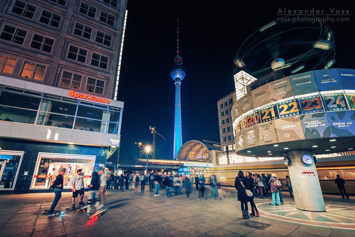 Treffpunkt Weltzeituhr - Abends auf dem Alexanderplatz