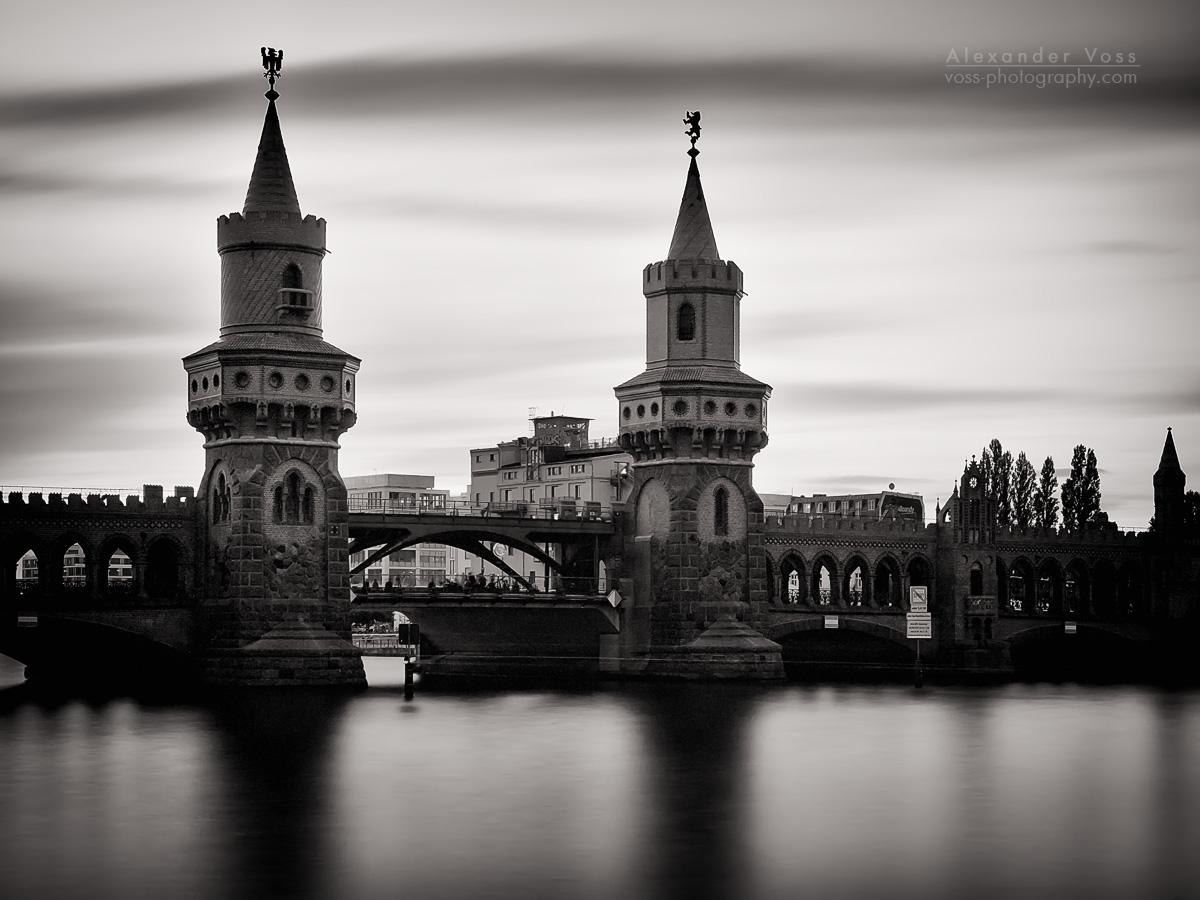 Oberbaumbrücke Berlin (Langzeitbelichtung Schwarz-Weiss)